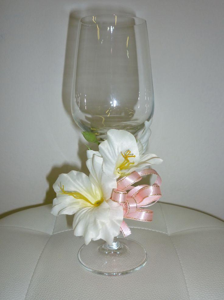 pohár na červené víno, ružová kombinácia