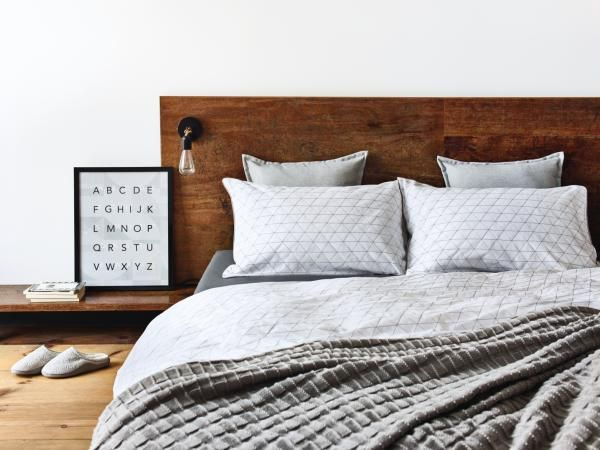 Minimalist, modern and totally CHIC - we love this pared down bedding set.