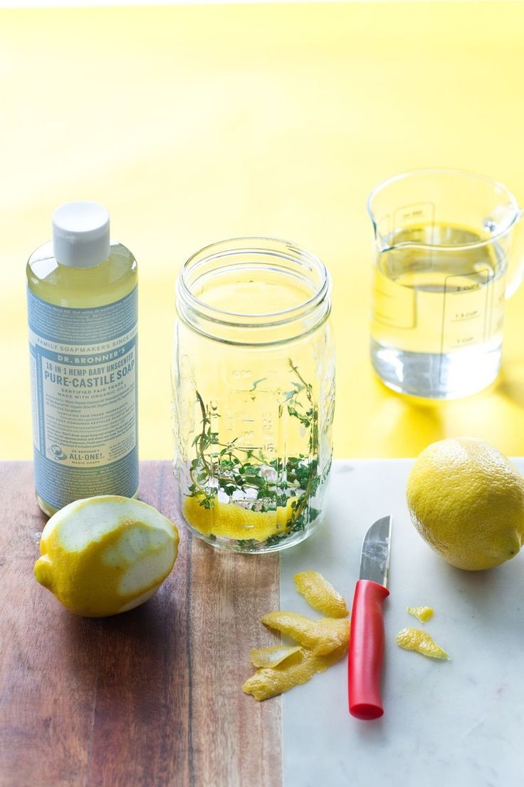 A homemade vinegar cleaning spray that doesn't make your house smell like pickles. How to infuse vinegar with thyme, lemon, and other natural ingredients for a DIY Cleaning Spray (That Smells Good! Homemade Cleaning Products, Cleaning Recipes, Natural Cleaning Products, Cleaning Hacks, Cleaning Supplies, Diy Products, Natural Products, Cleaning Spray, Green Cleaning