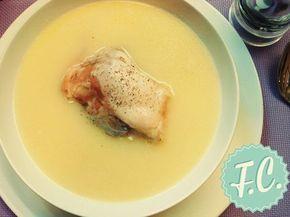 Μια εκπληκτική εκδοχή για κοτόσουπα, με υφή ελαφρά κρεμώδη και πλούσια γεύση! Η ιδανική δυναμωτική σούπα για τον χειμώνα αλλά και για