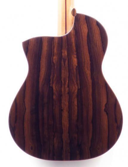 Guitare réalisée par Vincent Engelbrecht -  Vue de dos http://luthierguitare.com/guitares/classiques/mod%c3%a8le-er%c3%a9bia/guitare-classique-mod%c3%a8le-eb%c3%a9ria