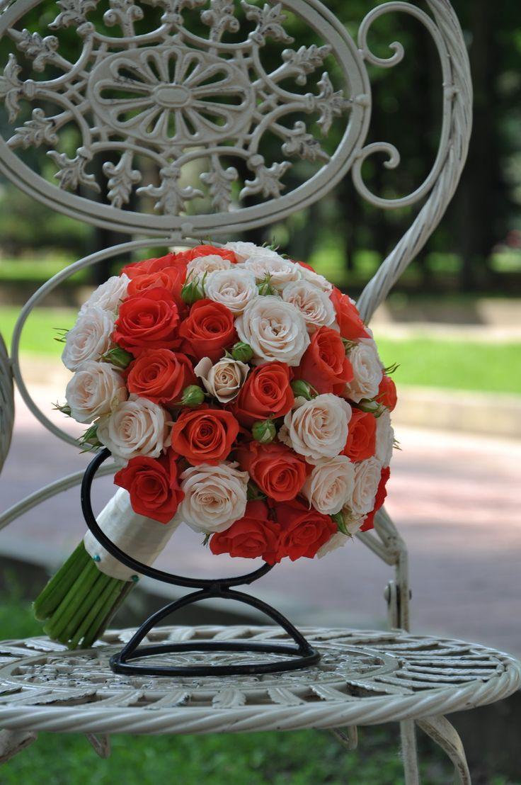 #Trandafiri delicați în #buchetdemireasă - #Livrareîn #Chișinău, #Moldova. #wedding #bridalbouquet #rosebouquet #bride #floristics