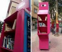 Una antigua cabina telefónica es convertida en un espacio para intercambiar libros en Salamanca