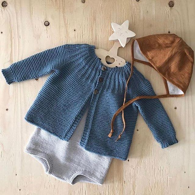 Se dette nydelige antrekket fra @guttestrikk 💙 Kysen fra Briar handmade finner du i nettbutikken😄 #briarhandmade #petito_no