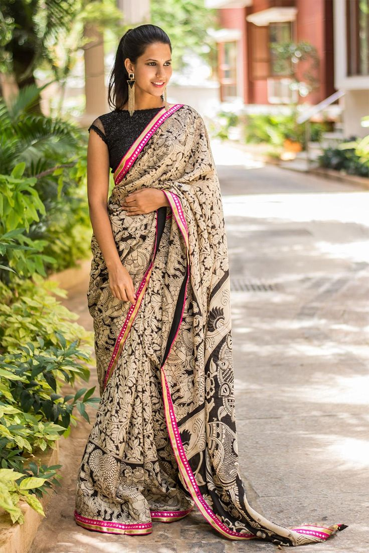 With the world going gaga over prints, we decided to use our own Kalamkari for a saree. Monochrome print, neon border and tassels for that extra hotness. With a black sequinned boatneck blouse and minimal makeup, this saree can take you day to night seamlessly. #blackandwhite #kalamkari #crepe #saree #India #blouse #houseofblouse
