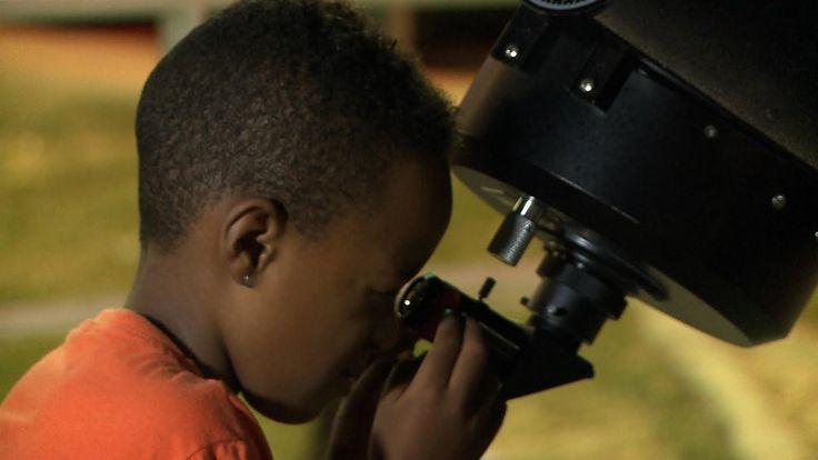 O objetivo da semana é comemorar o mês da Astronomia Amadora, aproximando o público dos astrônomos e dos equipamentos utilizados para observação das estrelas e planetas