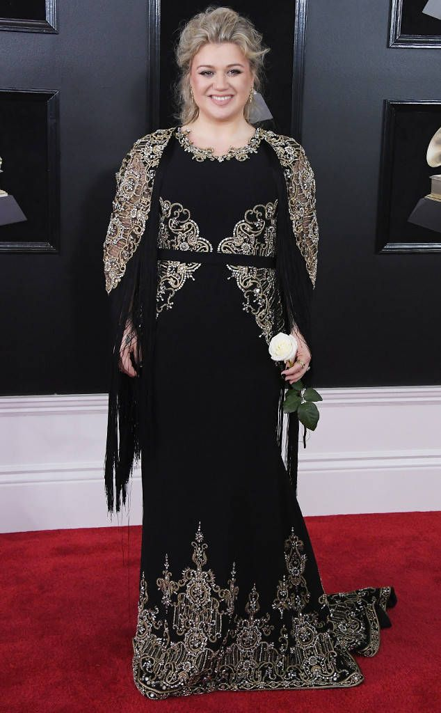 Kelly Clarkson From 2018 Grammys Red Carpet Fashion In Christian Siriano Grammy Dresses Red Carpet Looks Red Carpet Dresses