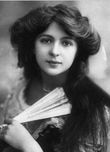 Julia James  (1890-1964) - British actress.  She began her career in the chorus at the Aldwych Theatre under Seymour Hicks, playing there Supper Belle in Blue Bell (1905). Appeared at the Gaiety Theatre in The Girls of Gottenburg, Havana and Our Miss Gibbs and in 1913 played Sombra in The Arcadians at l'Olympia, Paris.