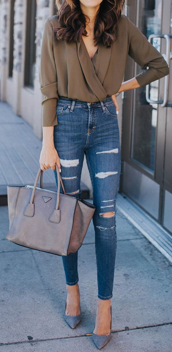 loving everything about this casual outfit for fall. Clothing, Shoes & Jewelry : Women : Clothing : jeans http://amzn.to/2kg5zfy