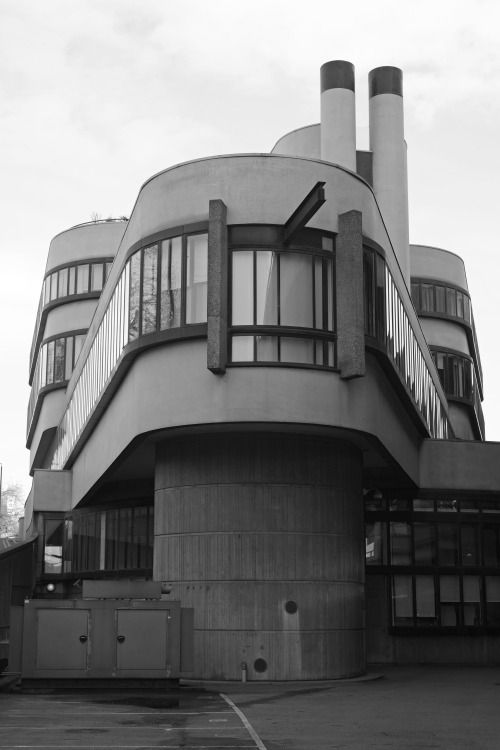 the battleship building, paddington  Weronika Dudka #architecture#modern#brutalism#battleship building#paddington#veronicadelica#black and white