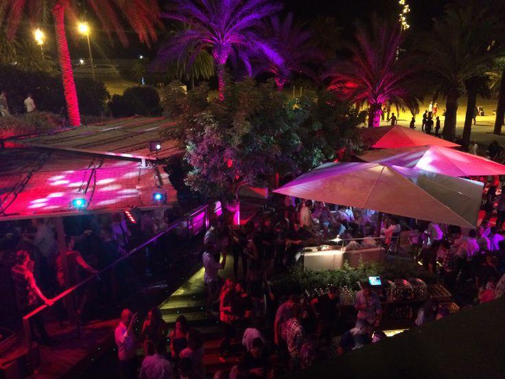Bestial beach club barcelona spain nightlife bcn for Beach club barcelona