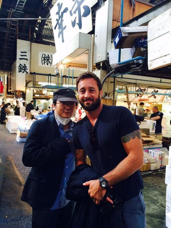 ♥♥♥  Al and I at the Tsukiji fish market. pic.twitter.com/2nOppTPvlk  @ Masi Oka 8/24/14