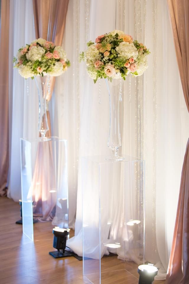 Blush and cream Head table flowers