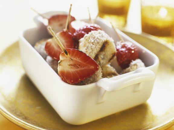 Gegrillte Bananen-Erdbeerspieße mit Kokos ist ein Rezept mit frischen Zutaten aus der Kategorie Obst. Probieren Sie dieses und weitere Rezepte von EAT SMARTER!