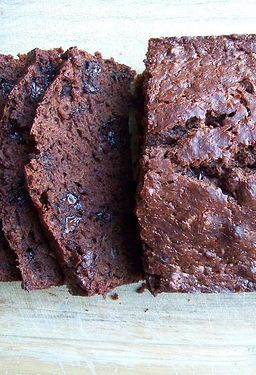 Freezer-Friendly Chocolate Banana Bread -- this is SO good and it's freezer-friendly, too!