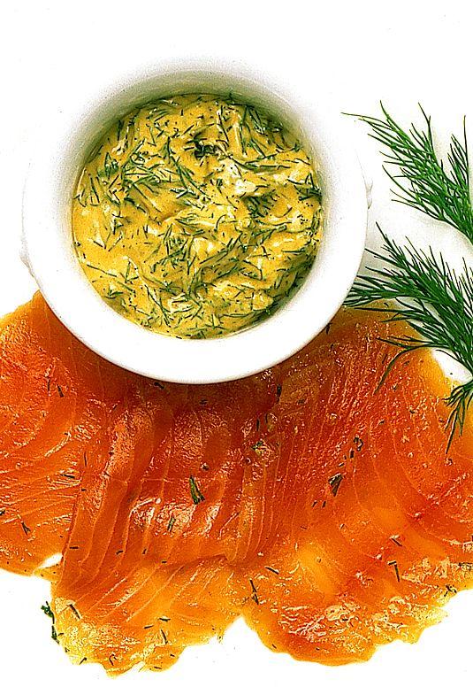 Gravad lax med senapsdillsås | Recept.nu