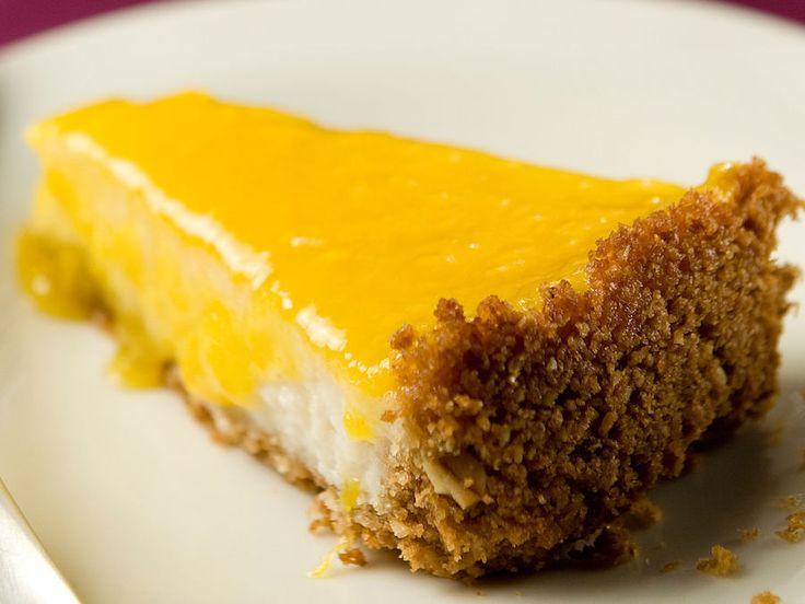 Kananmunattoman ja maidottoman juustokakun pohja tehdään kaurakeksimuruista. Täyteeseen tulee muun muassa soijavalmistetta. Kakku tarjoillaan mangokastikkeen...