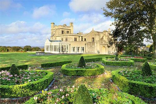 Walled gardens, a formal garden, a terrace. And newer features, updated kitchen, media room, indoor pool.. Only $4.259 million dollars!Gothic Home, Kingdom Awesome, Gorgeous Gardens, Green Gardens, Gothic Manor, Formal Gardens, Italian Gardens, Manor Houses, United Kingdom