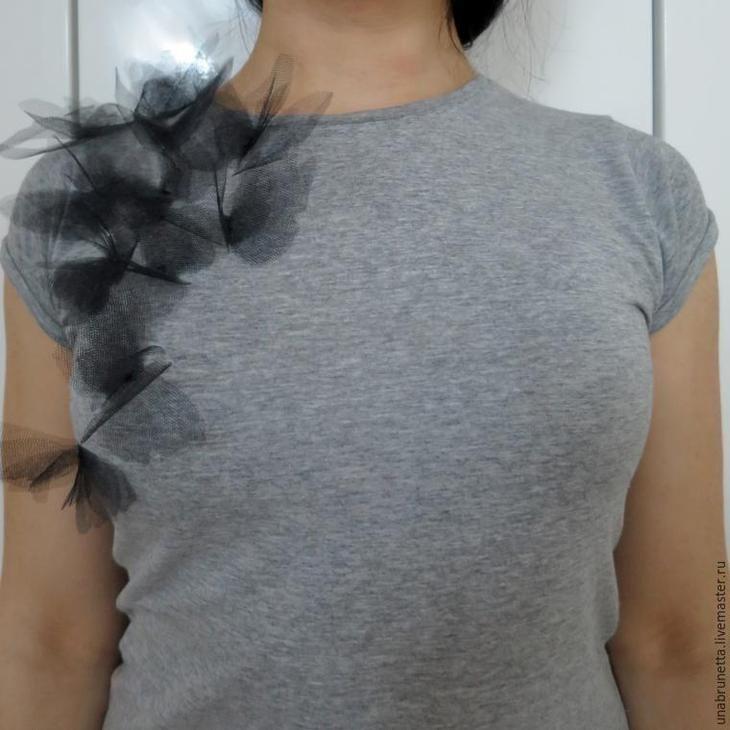 «Бабочки на твоем плече»: превращение обычной футболки в дизайнерскую вещь
