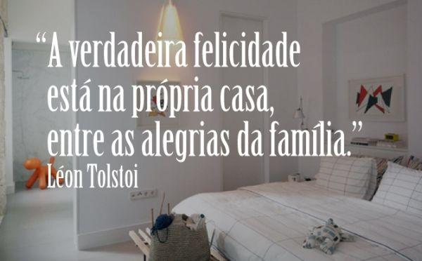 A verdadeira felicidade está na própria casa, entre as alegrias da família.'' -Lèon Tolstoi