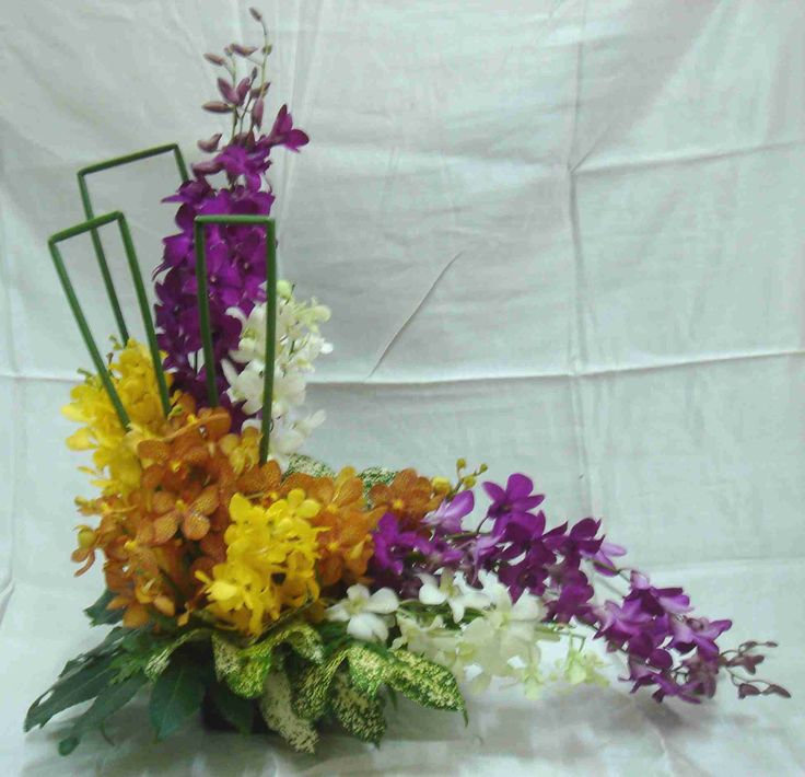 Flower Arrangements Basics: L-shaped Flower Arrangements
