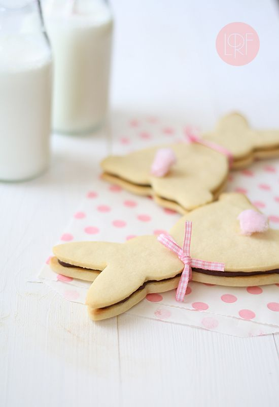 """Bunny Cookies, love that they show the adorable little tail! via LRF #Easter [hit the """"translate"""" button on your screen]"""