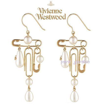 Vivienne Westwood イヤリング・ピアス 新作! Vivienne Westwood 安全ピンxパールの華やかピアス/白x金