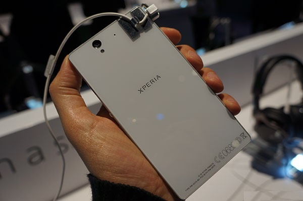 CES 2013: Sony Xperia Z and Xperia ZL Water Friendly Smartphone