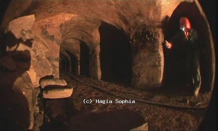 Τι κρύβεται στα υπόγεια τούνελ κάτω από την Αγία Σοφία στην Κωνσταντινούπολη; Οι θρύλοι για τον φυλακισμένο σατανά, τον ανθρώπινο σκελετό, τις αλυσίδες και άλλα ευρήματα - ΜΗΧΑΝΗ ΤΟΥ ΧΡΟΝΟΥ