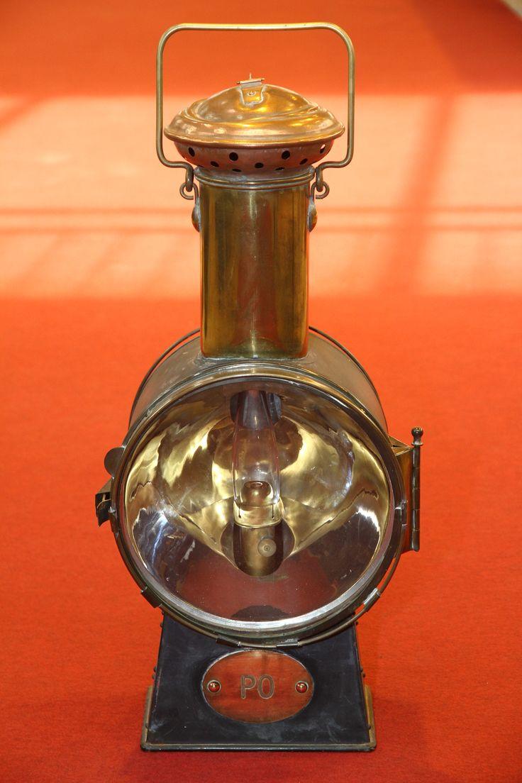 fanal  de locomotive à vapeur de la compagnie du Paris-Orléans. Collection musée Laumônier Vierzon.