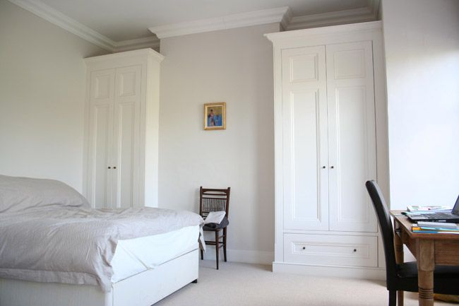 Alcove wardrobe with bottom drawers
