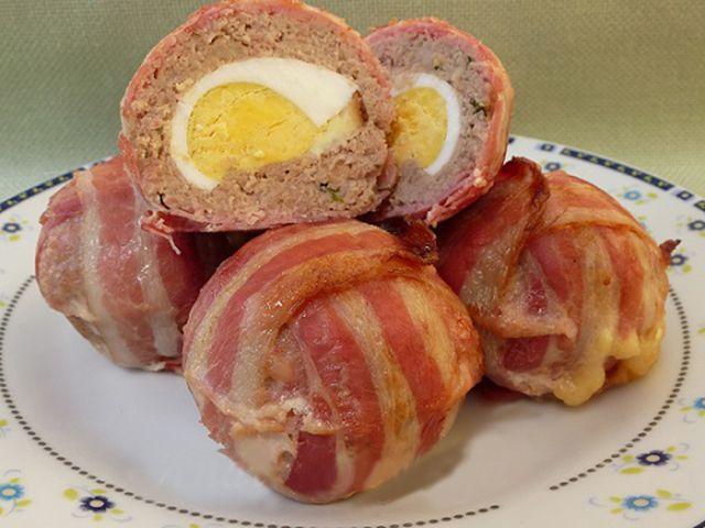 Baconos-tojásos fasírt muffin