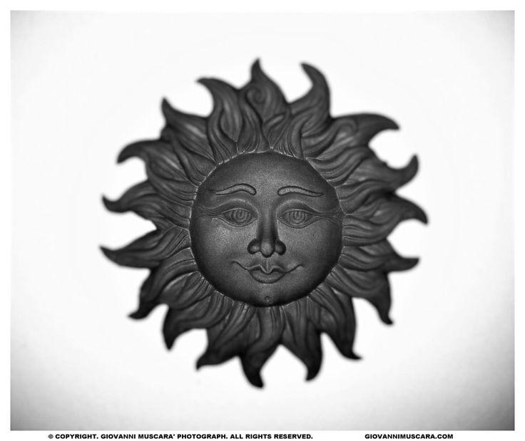 STONESUN  #fotografia #photography #sun #sole #scultura #sculpture #blackandwhite #biancoenero #stones #pietra #face #viso #volto #bokeh #focus