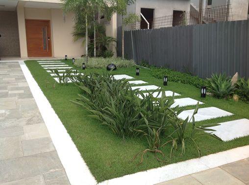 AECweb | Pisos permeáveis Ecoplate drenam água da chuva em jardim de casa de alto padrão | Ecoplate