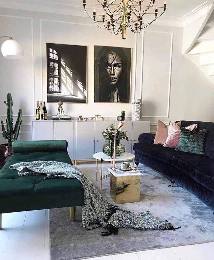 Weiße Wände mit dunklen Möbeln kombinieren. Innenarchitektur Dekorationsideen für das Wohnzimmer und Inspiration