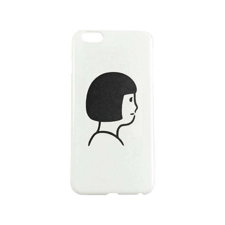 2014年9月、恵那眼鏡工業の【EnaLloid】と、スタイリスト・川上薫氏のコラボレーションアイウェア「Little Emma-2」用に描き下ろしたイラスト「BOB」iPhoneケース。。イラストのモデルは川上薫氏。表からみえる側面はクリア仕様。プラスチックにインクジェットプリント、プラケース入り。2016年6月製作。  SE/5/5S 用 サイズ:61 ×126mm(写真1枚目) 6/6S 用 サイズ:70 ×140mm(写真2枚目) 6plus 用 サイズ:81 ×160mm(写真3枚目) 7 用 サイズ:70 ×140mm(写真なし) 7plus 用 サイズ:80 ×158.5mm(写真なし)