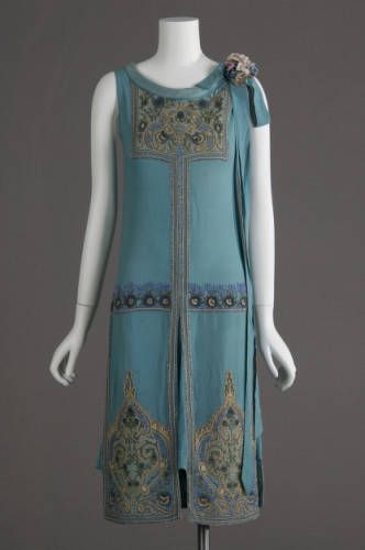 1927 Art Nouveau wedding dress: silk crepe, glass beads, metallic thread embroidery.