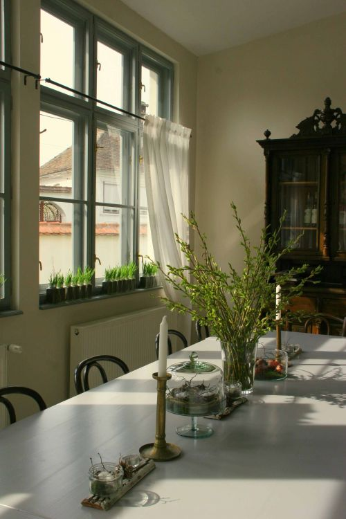 Simple easter table setting #easter #transylvania #visittransylvania @Cincsor.Transylvania.Guesthouses