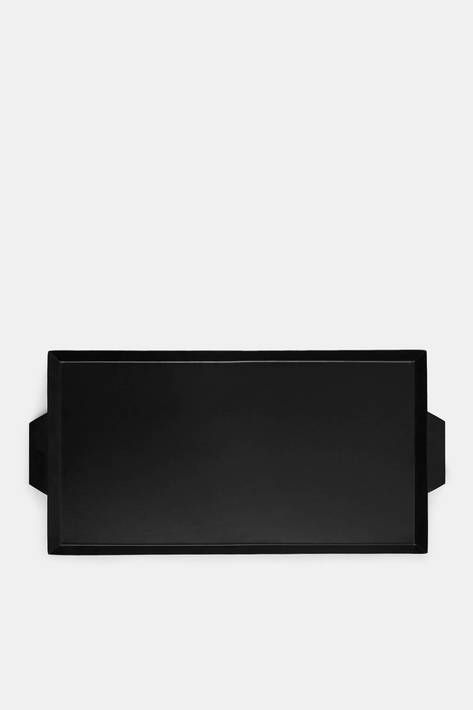 Tenfold New York bridges the definitions of a house and a home: a place of both function and beauty, revelation and intimacy, ritual and amenity. Among the collection's most versatile pieces is this rectangular tray. Powder-coated with a matte black finish that wipes clean, it is an elegant serving piece and a useful addition to any room, especially on a coffee table, desk, or kitchen countertop.
