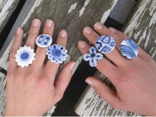 Harriet Damave Ringen en beschilderd keramiek
