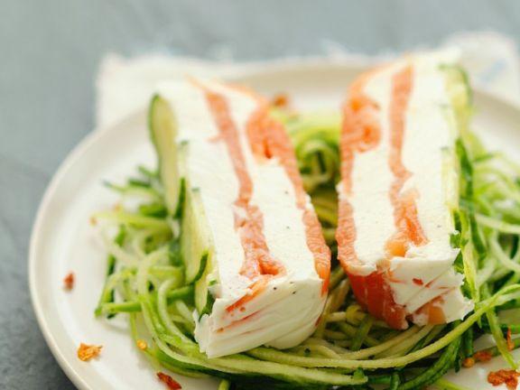 Lachs-Terrine auf Zucchinisalat | http://eatsmarter.de/rezepte/lachs-terrine-auf-zucchinisalat