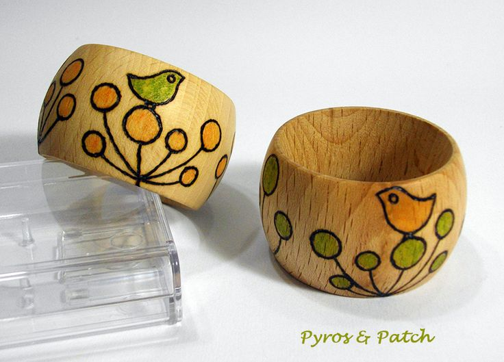 Pair of napkin rings in turned beech wood with stilized pyrography and hand-painted...