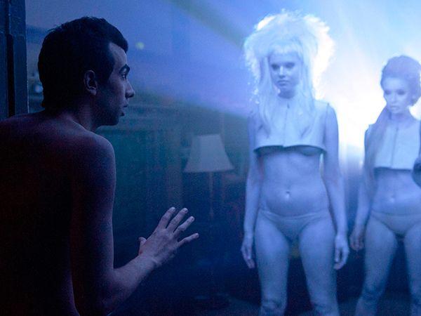 Man Seeking Woman conferma le buone premesse mostrate nel pilot, con una prima stagione ricca di trovate assurde quanto geniali.