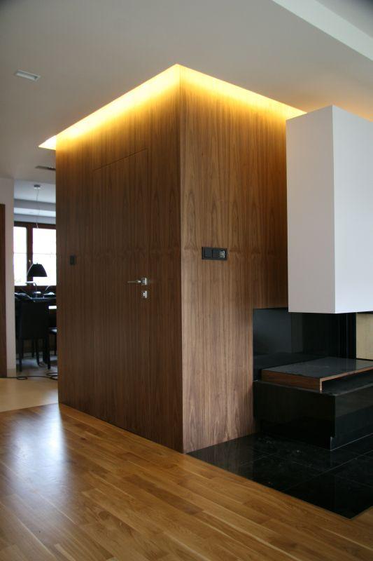 Zabudowy wnętrz pod wymiar, według projektu klienta. Fornir naturalny , fornir kamienny lub lakierowane kryjąco.