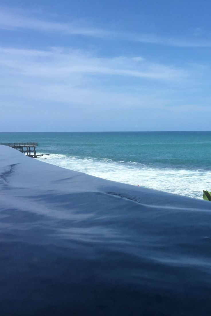 Ocean Beach Pool, Ayana Resort and Spa, Bali. In this blog post you will read about Ayana Resort located in Bali and what facilities they have and what to do there!