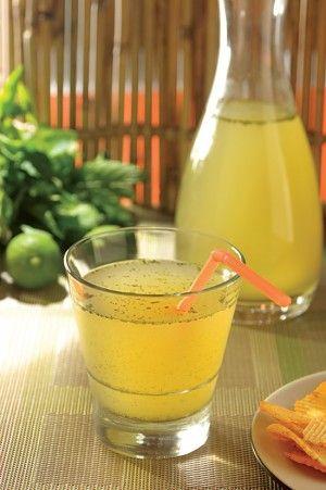 Agua de limón con hierbabuena