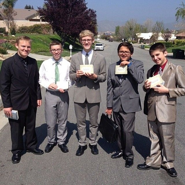 Memorial invitation campaign in Yucaipa, California - More at JW.org -- Photo shared by @Jose Hernandez Modesto