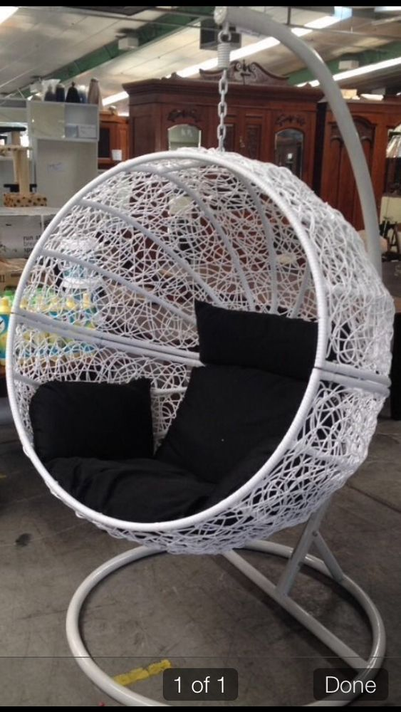 Best 25 hanging egg chair ideas on pinterest egg chair - Indoor hanging egg chair for bedroom ...