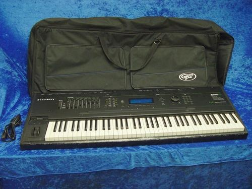 Kurzweil K2500S 76 Key Sampling Keyboard Power Cable Groove Pak Case