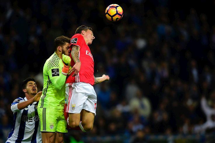 Choque entre jogadores do Benfica